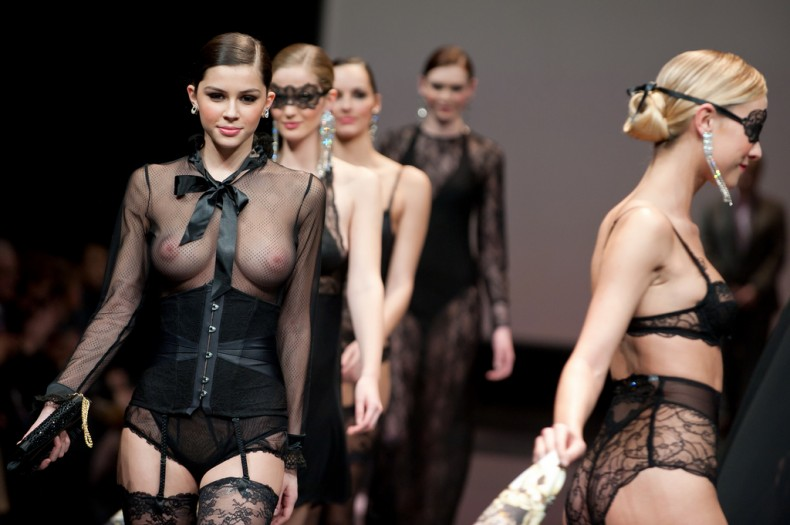 Desfile topless
