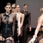 Desfile de modas, topless